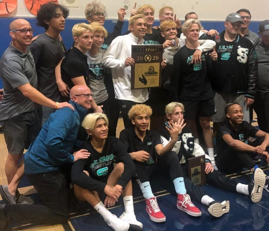 Sultana+wrestlers+following+CIF+championship.+